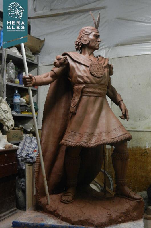 Estatua Inca Pachacutec Escultura - Herakles Estudio