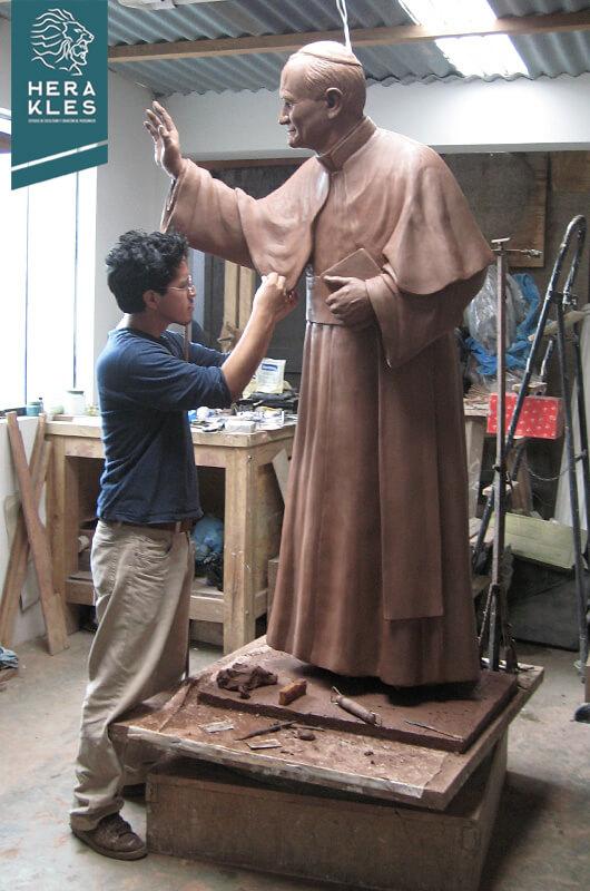 Estatua Papa Juan pablo II Escultura- Herakles Estudio