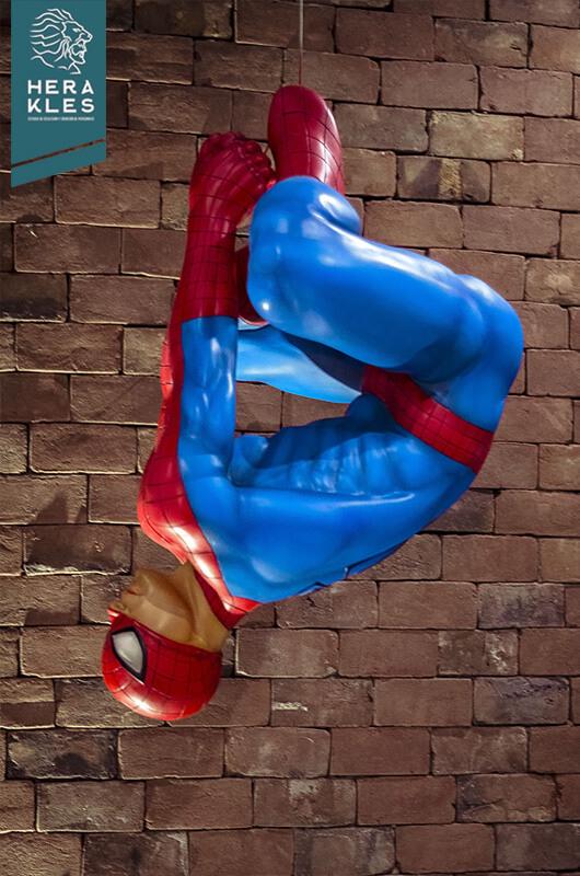 Spiderman statue life size Herakles Estudio escultura comics